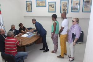 Miembros de Acroarte ejercen su derecho al voto