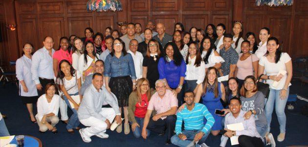 Presidenta de Acroarte participa en taller de comunicación en Santiago