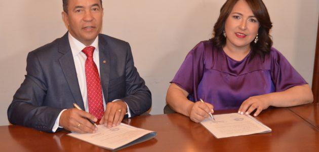Acroarte y Óptica Oviedo renuevan acuerdo a beneficio de sus miembros