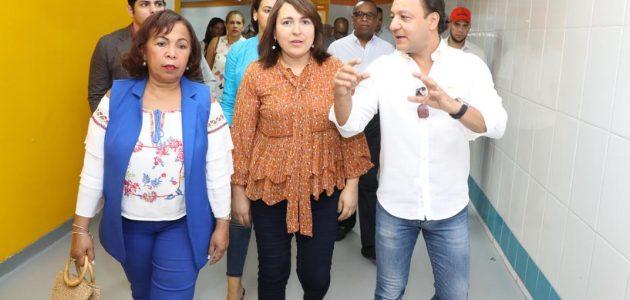 Presidenta de Acroarte visita el Arena del Cibao junto a delegación