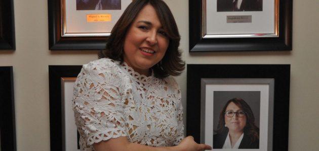 Reconocen a Emelyn Baldera en Galería de ExPresidentes de Acroarte