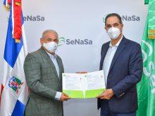 Miembros de ACROARTE reciben seguro de salud del SeNaSa