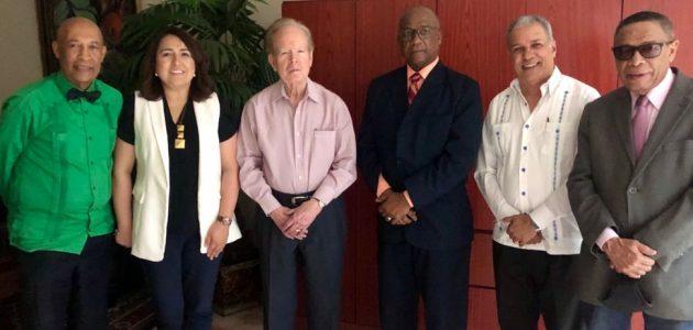 Presidenta electa y asesores de Acroarte visitan al empresario Pepín Corripio